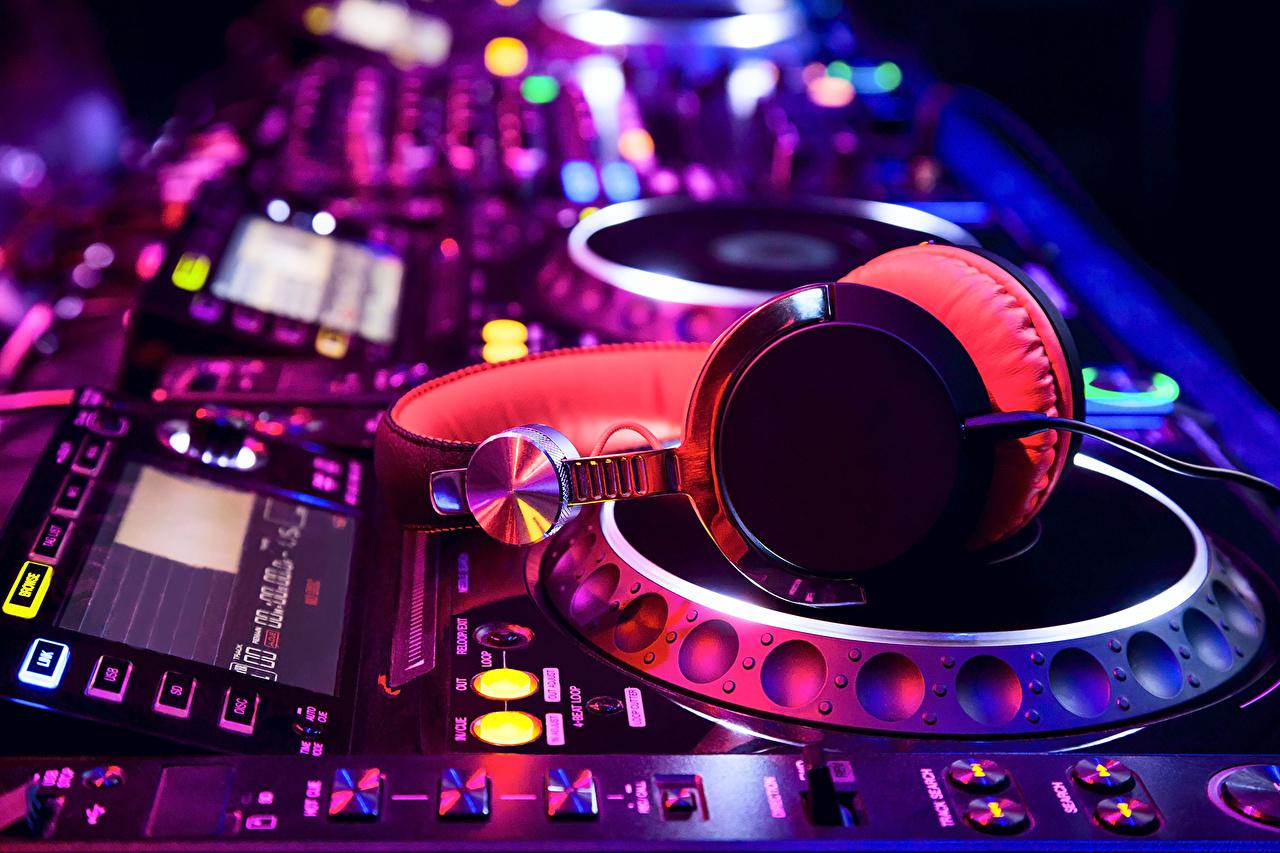 Upscale FL DJ's